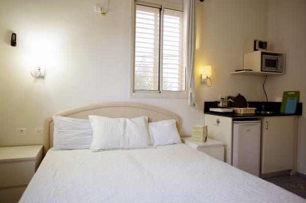 בית מלון גני לואי  בחיפה