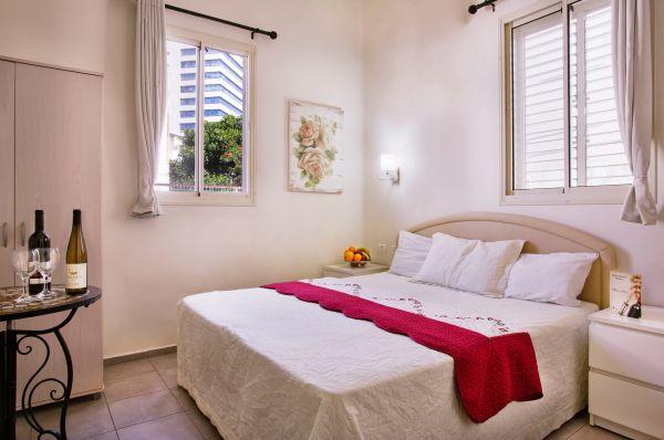 בית מלון גני לואי  חיפה