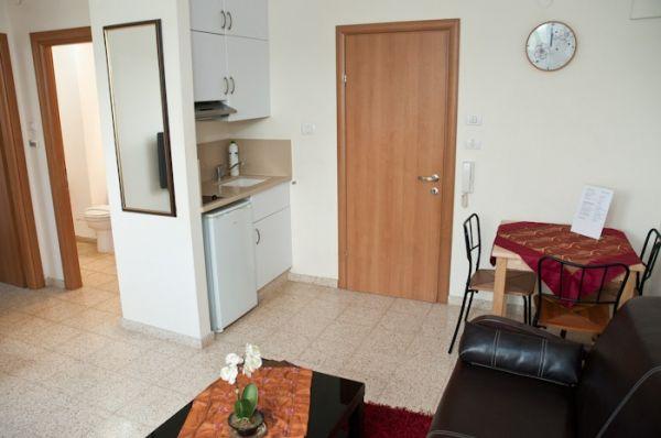 בית מלון ארלוזורוב סוויטס  תל-אביב והמרכז