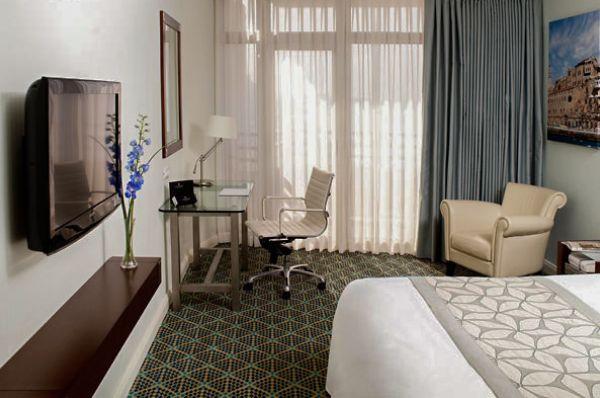 בית מלון רנסנס ב תל-אביב והמרכז