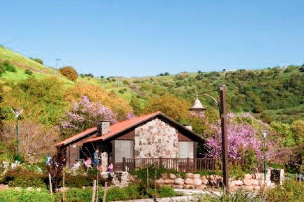 תיירות מרום גולן בית הארחה בגליל עליון והגולן - בקתות בזלת