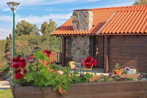 בית הארחה תיירות מרום גולן בגליל עליון והגולן - בקתות בזלת
