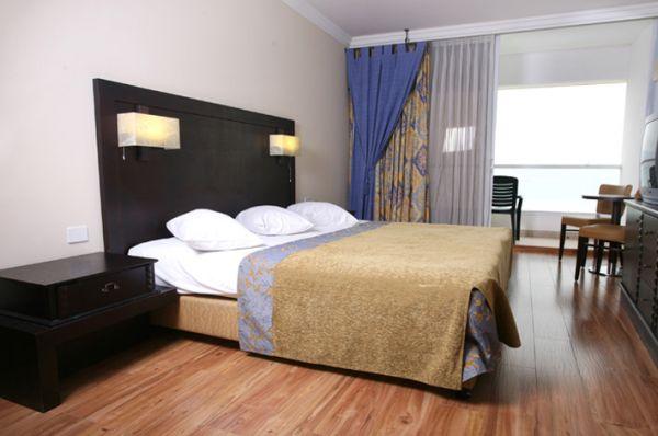 בית מלון קראון פלזה - סוויטה דלקס