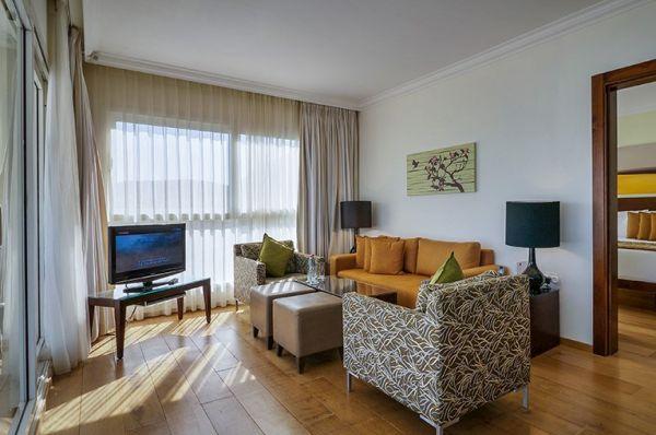 מלון דה לוקס ישרוטל  ים המלח - סוויטה