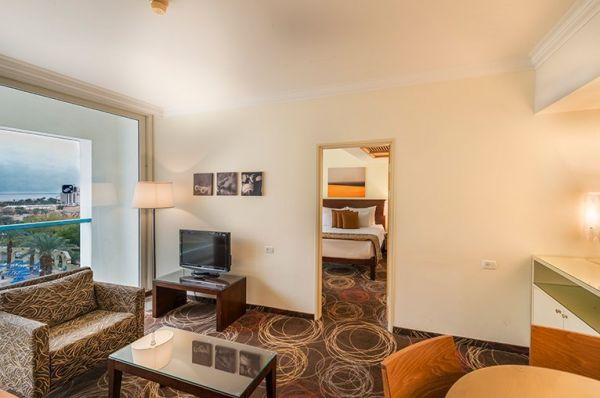 מלון יוקרה ישרוטל  בים המלח - סוויטה