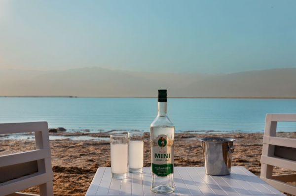 в Мертвое море Милос