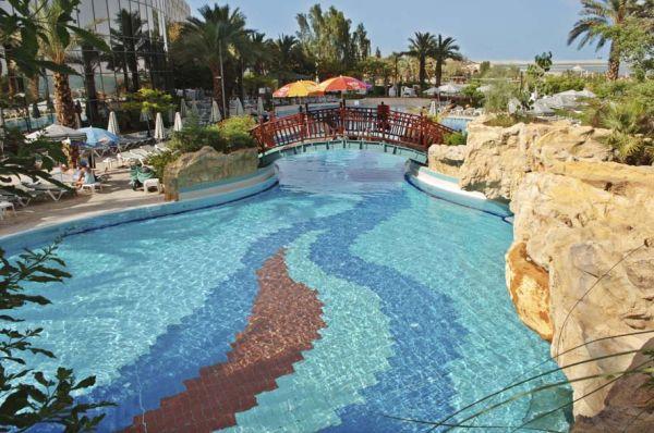 в Мертвое море Роял