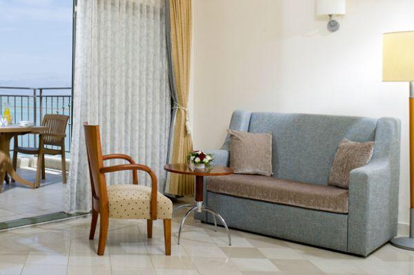 отель в  Мертвое море Роял - Двухкомнатный люкс