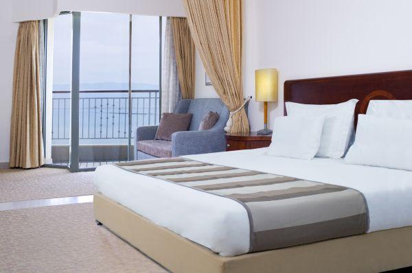 בית מלון רויאל   בים המלח - חדר דלקס פונה לבריכה