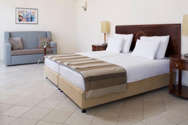 отель в  Мертвое море Роял - семейн. номер с видом на горы