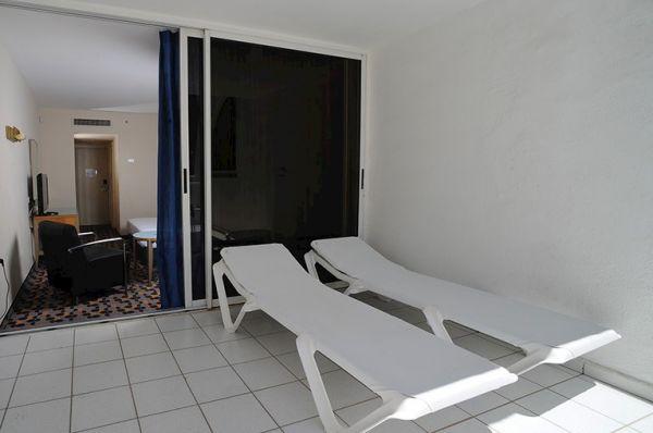 בית מלון הכל כלול ישרוטל ספורט קלאב - חדר אולימפי עם מרפסת