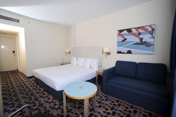 מלון ישרוטל ספורט קלאב הכל כלול אילת - חדר אולימפי עם מרפסת