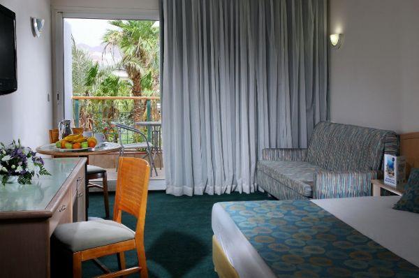 отель в  Эйлат Американа - Номер с балконом с видом на бассейн
