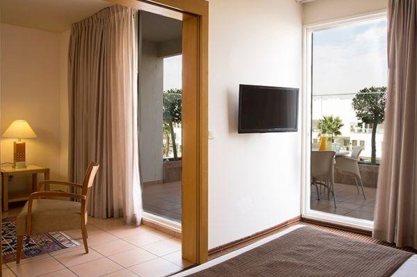 בית מלון ישרוטל רויאל גארדן באילת - סוויטה משפחתית