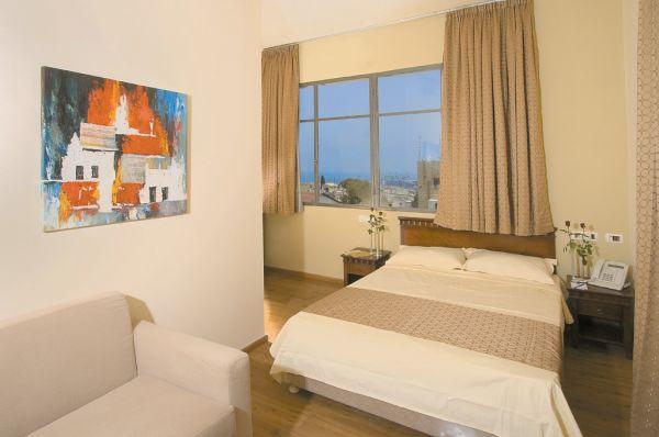 בית מלון גלרי ב חיפה