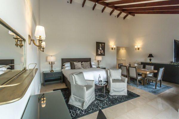 בית מלון גורדוניה ב ירושלים - סוויטה פרמיום עם בריכה פרטית ונוף להרים