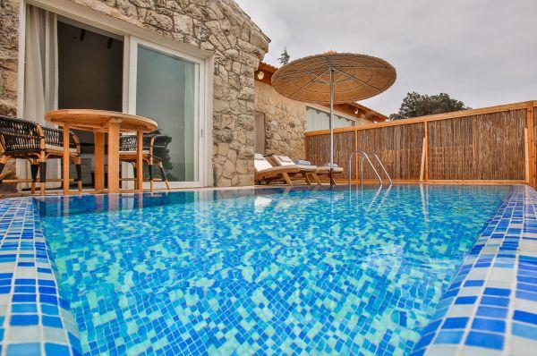בית מלון גורדוניה בירושלים - סוויטה פרמיום עם בריכה פרטית ונוף להרים