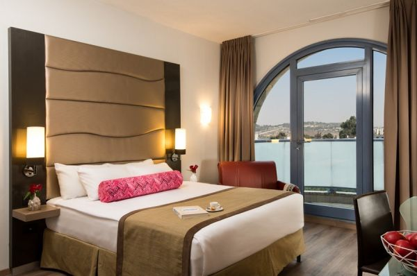 בית מלון לאונרדו ב ירושלים - סופריור עם מרפסת
