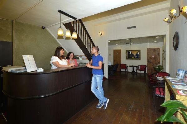 בית מלון בית קטן במושבה ב ירושלים