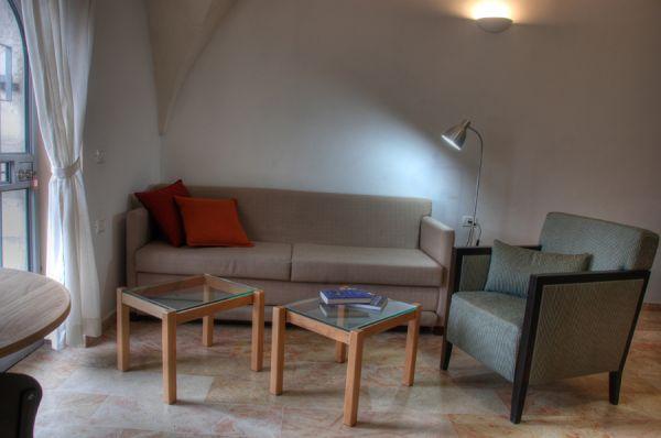 בית מלון חצר השוק - דירות סטודיו סופריור - סטודיו קמרון