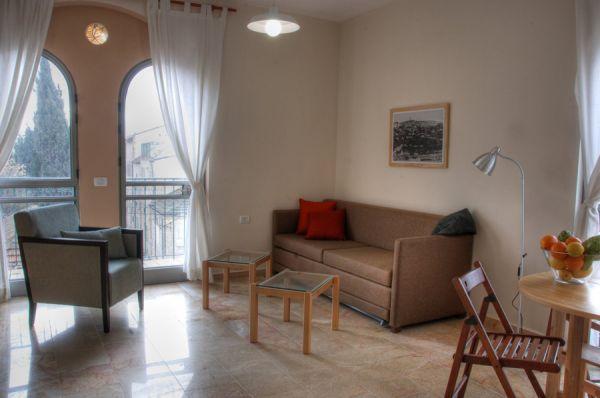 ב ירושלים חצר השוק - דירות פינתיות – דירות עם חדר שינה וסלון גדול