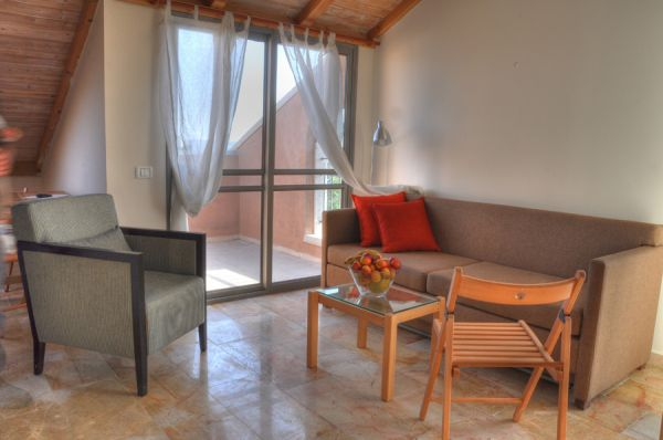 חצר השוק ירושלים - דירות 2 חדרי שינה עם גלריה