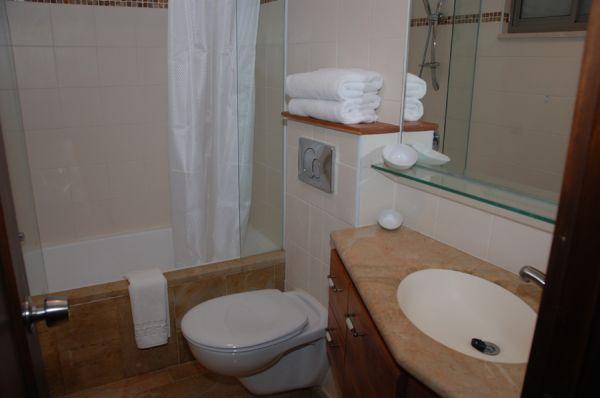 בית מלון חצר השוק בירושלים - דירות 2 חדרי שינה עם גלריה