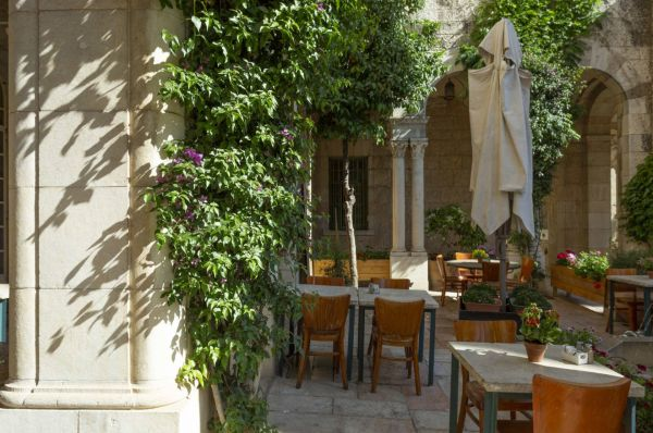 בית מלון שלוש הקשתות ימקא ב ירושלים