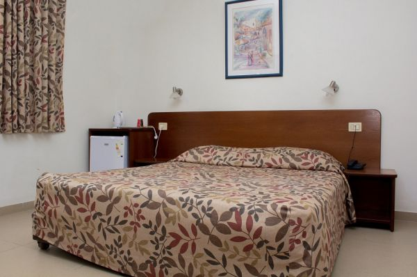 בית מלון גינות ים ב נתניה ומישור החוף