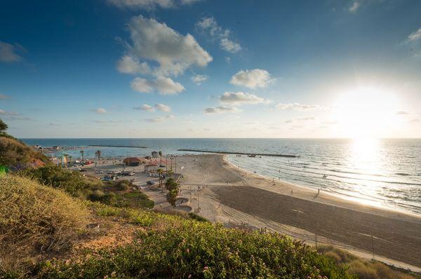 לאונרדו פלאזה נתניה ומישור החוף