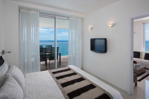 מלון 5 כוכבים איילנד סוויטות בנתניה ומישור החוף