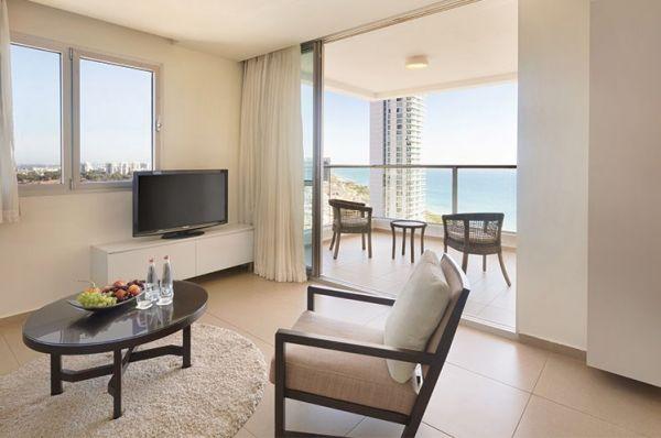 מלון דה לוקס רמדה בנתניה ומישור החוף