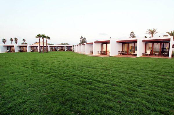 בית מלון חוף נחשולים ב נתניה ומישור החוף