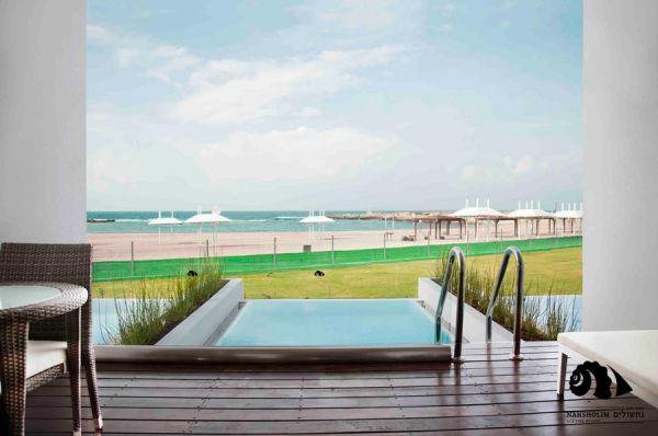 ב נתניה ומישור החוף חוף נחשולים