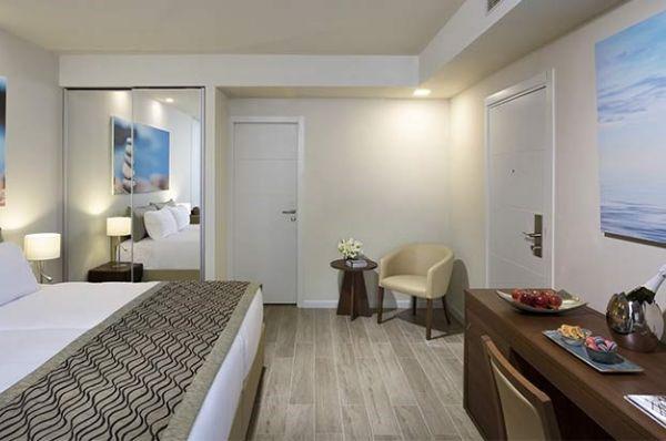 בית מלון רמדה חדרה ב נתניה ומישור החוף - חדר דלקס