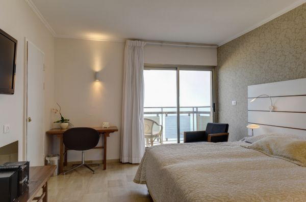 בית מלון רזידנס ביץ ב נתניה ומישור החוף