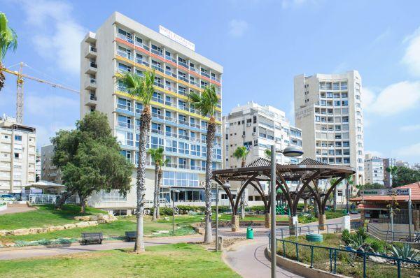 בית מלון רזידנס ב נתניה ומישור החוף