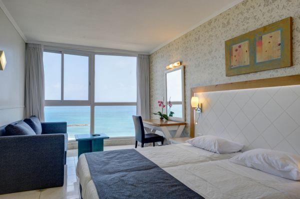 בית מלון רזידנס - סופריור פונה לים עם אמבטיה