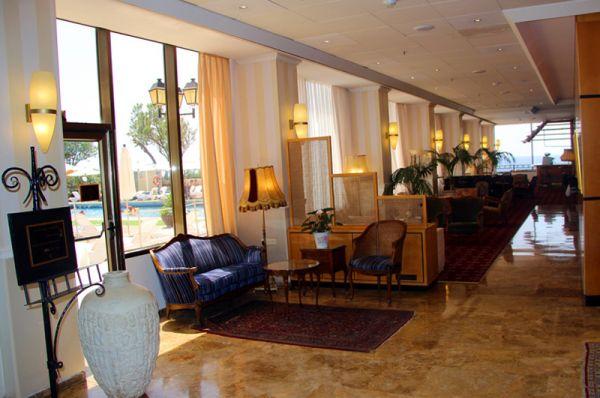 בית מלון העונות בנתניה ומישור החוף