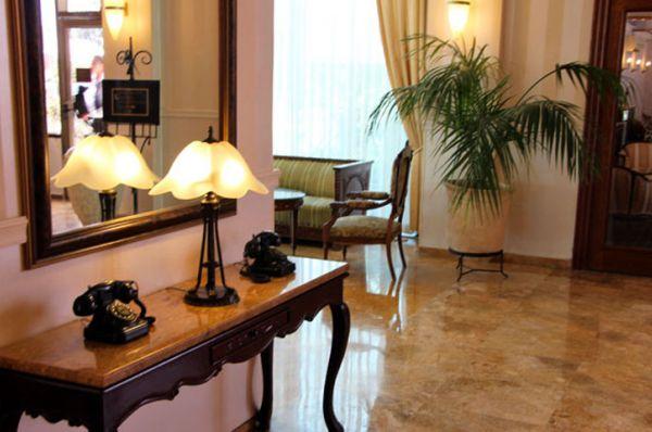 בית מלון העונות ב נתניה ומישור החוף