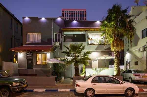 בית מלון קראון סי הוסטל בתל-אביב והמרכז