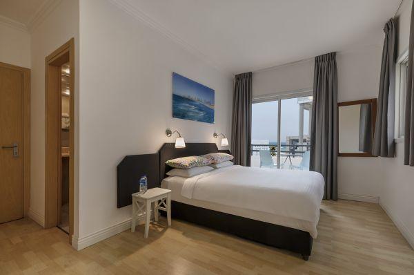 בית מלון דה לה מאר תל-אביב והמרכז