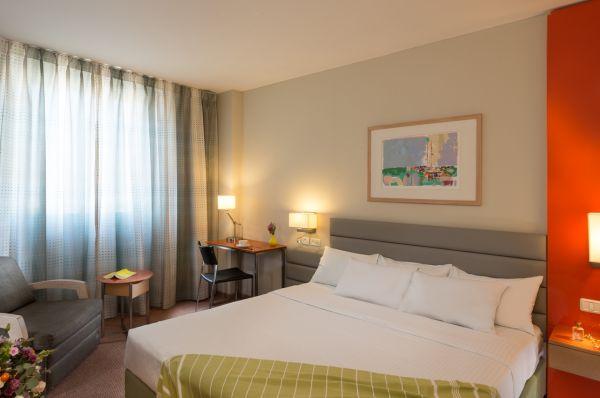 בית מלון גרנד ביץ ב תל-אביב והמרכז