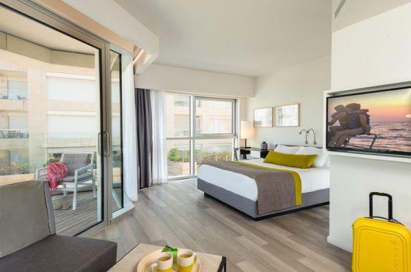 בית מלון הרודס הרצליה תל-אביב והמרכז -  דלקס עם מרפסת