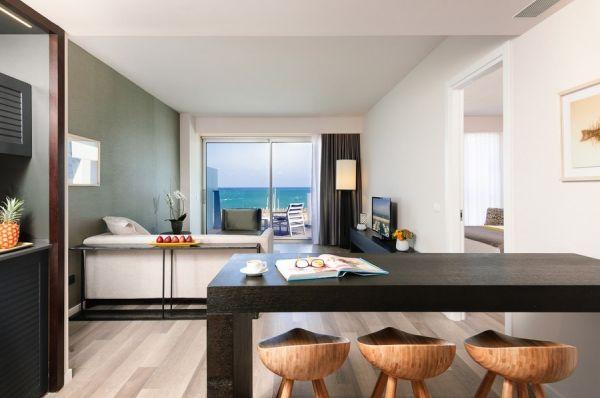 בית מלון הרודס הרצליה ב תל-אביב והמרכז - סוויטה אקזקיוטיב עם נוף למרינה ומרפסת