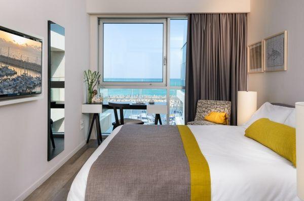 гостиница в  Тель Авив Херодс Герцлия - Свита Экзекьютив с балконом и видом на гавань