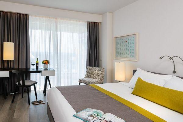 בית מלון הרודס הרצליה בתל-אביב והמרכז - סוויטה אקזקיוטיב עם נוף לבריכה ומרפסת