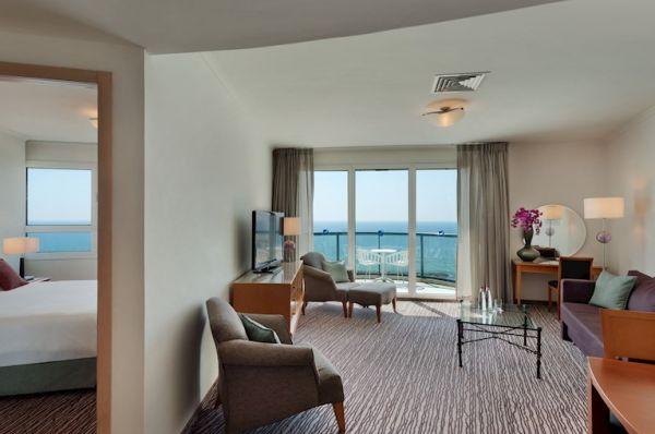 בית מלון תל-אביב והמרכז ישרוטל טאואר - סוויטה טאואר פונה לים