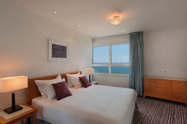 בית מלון ישרוטל טאואר - סוויטה טאואר פונה לים
