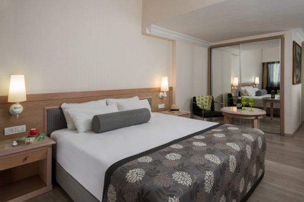 בית מלון תל-אביב והמרכז לאונרדו ארט  - סופריור משפחה